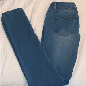 """Olivia"" Regular Wash Skinny Jean"